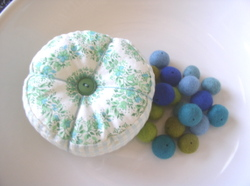 Toni_pincushion_felted_beads