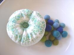 Toni_pincushion_felted_beads